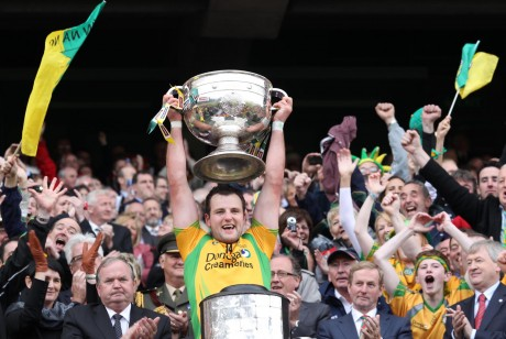 Michael Murphy lifts the Sam Maguire in 2012. Photos: Donna McBride.