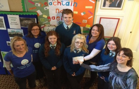 Ailigh G club members Oisín, Michaela, Molly & Danielle presenting a cheque for €150 to Autism Ireland. Also in the photo Deputy Principal, Una Ní Bhriain.