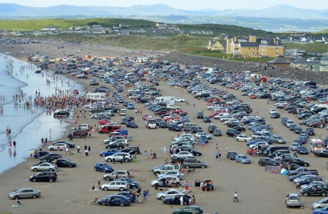 Thousands of cars pack Rossnowlagh beach on Sunday. As the tide began to close in, panic striken motorists scrambled towards the exits causing large traffic jams.