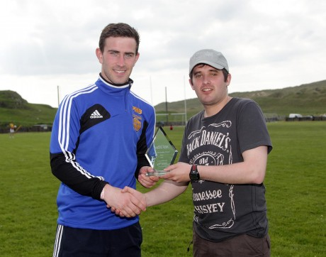 Chris McNulty presents Patrick McBrearty with the May 2013 Donegal News Sports Personality of the Month award.