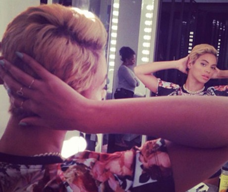 Beyoncé shows off her new hairstyle.