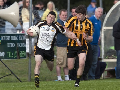 Malin's Stephen McLaughlin and St. Eunans' Daragh Mulgrew battle for possession during Saturday's game.