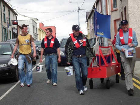 The crew make their way through Ballyshannon during last year's boat push.