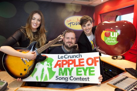 Roisin O, KC and Paul Walsh at Today FM to launch the Le Crunch Apple of My Eye song contest for 2014. The competition invites Irish songwriters to enter for €10,000 in cash prizes to find Ireland's greatest cover version.