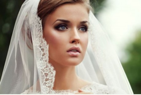 The classic smokey eyes bridal look.