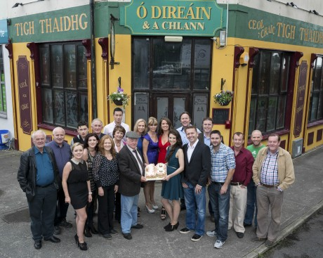 The cast of Ros na Rún celebrates 18 years.