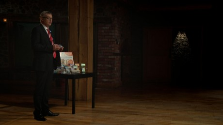Thomas Cullen presents his product on RTÉ's Dragons' Den.