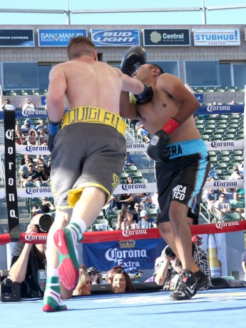 Jason Quigley lands a decisive blow to Fernando Najera at The StubHub Center.