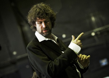 Liam Ó Maonlaí leads the musicians in Rian UnPlugged at An Grianan Theatre this Wed 24 Sept. Photo by Ros Kavanagh.