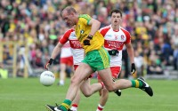 Donegal midfielder Neil Gallagher charges forward against Derry. Photo: Donna El Assaad