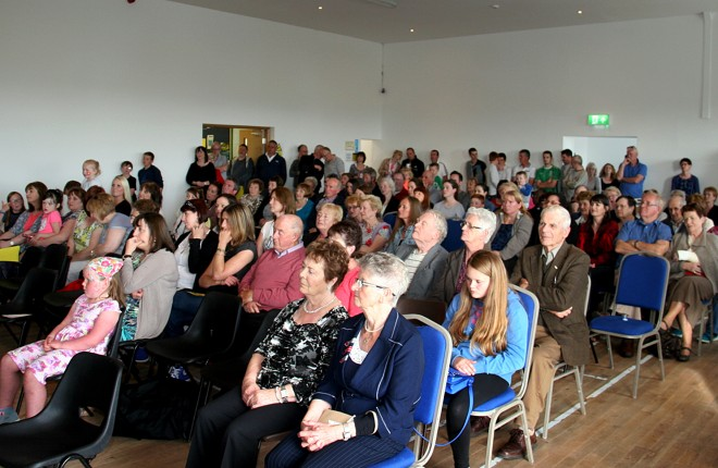 A big crowd at the opening of Ionad an Chrois Bhealaigh on Arranmore Island recently.