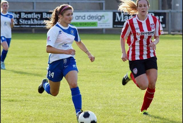 Zoe McGlynn in action for Sion Swifts.