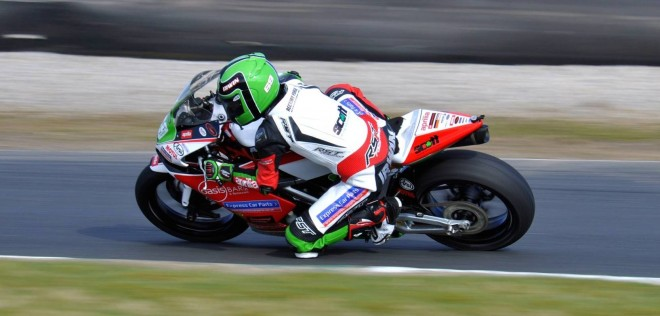 Caolán Irwin in action on his Aprilia Supertwin at Donington