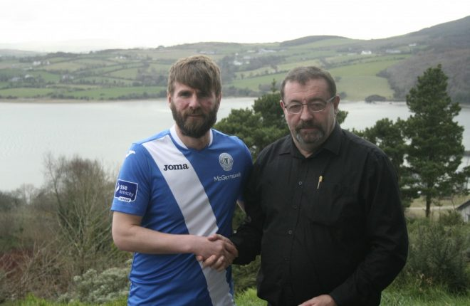 Finn Harps' new signing Paddy McCourt, with club secretary John Campbell.