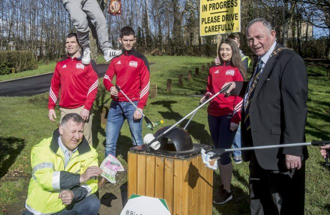 Martin Roarty, Litter Warden with Cathaoirleach Cllr Terence Slowey and the Ryan Family at the launch of the Big Donegal Clean Up 2017.
